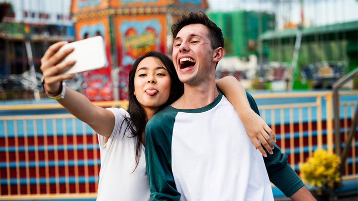 young-people-selfie